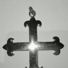 Antigüedades: CRUZ CALATRAVA EN PLATA DE LEY MACIZA - 4CMS. Lote 254290185