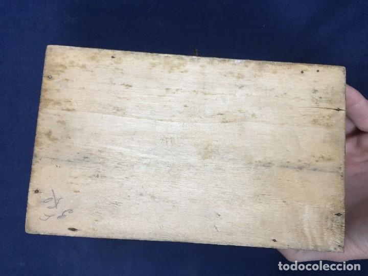 Antigüedades: pequeño baúl en madera con incrustaciones decorado a mano pintado con llave s xx - Foto 15 - 123434787