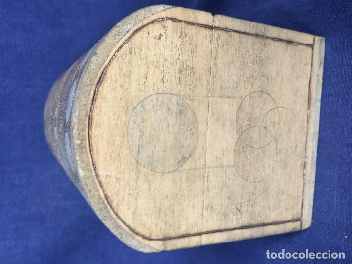 Antigüedades: pequeño baúl en madera con incrustaciones decorado a mano pintado con llave s xx - Foto 16 - 123434787
