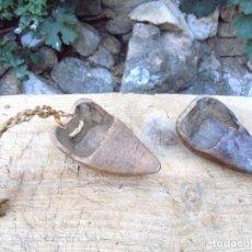 Antigüedades: 2 ZOQUETAS DE MADERA PARA SIEGA RURALES. Lote 123511467