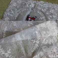 Antigüedades: PRECIOSO CAMINO DE MESA / MUEBLE BORDADO BEIGE CLARO 42 X 85 CM NUEVO. Lote 179208645