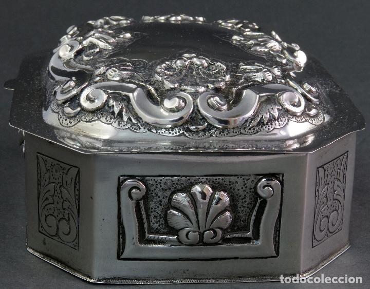 Antigüedades: Joyero de plata portuguesa con decoración vegetal en relieves principios siglo XX - Foto 2 - 123666543