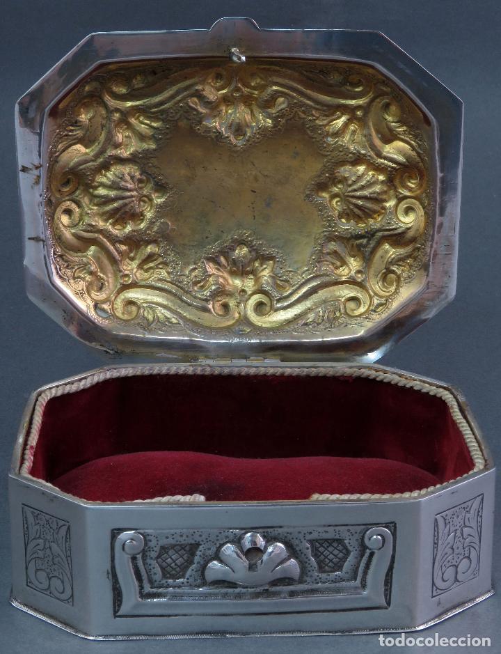 Antigüedades: Joyero de plata portuguesa con decoración vegetal en relieves principios siglo XX - Foto 4 - 123666543