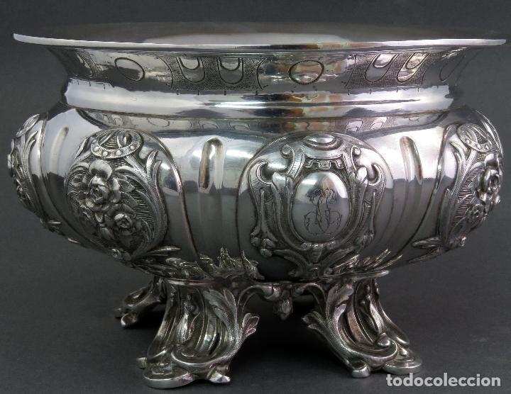Antigüedades: Centro de mesa de plata europea iniciales grabadas y relieves principios siglo XX - Foto 2 - 123668747