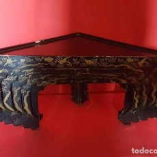 Antigüedades: JUEGO DE SEIS MESITAS ORIENTALES CHINAS LACADAS CON DECORACIÓN EN DORADO.. Lote 158022632