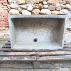Antigüedades: ANTIGUA PILA RURAL - MATERIAL SIMILAR A PIEDRA. Lote 123789671