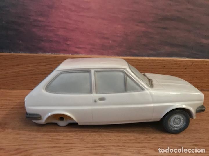 Antigüedades: Precioso coche Ford de 1976 de porcelana lladro ideal coleccionistas le faltan las ruedas de atrás - Foto 2 - 123799472