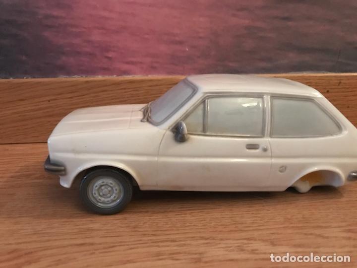 Antigüedades: Precioso coche Ford de 1976 de porcelana lladro ideal coleccionistas le faltan las ruedas de atrás - Foto 4 - 123799472