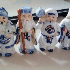 Antigüedades: BUDAS DE LA SUERTE PORCELANA CHINA ANTIGUA POLICROMADA. Lote 131131209