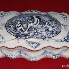 Antigüedades: JOYERO DE PORCELANA CAPODIMONTE ITALY. Lote 124037951