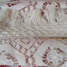 Antigüedades: GRAN COLCHA CALADA VINTAGE. Lote 124102054