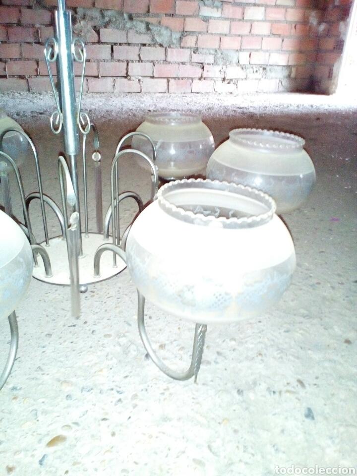 lampara en metal y tulipas en cristal decorado Comprar Lmparas