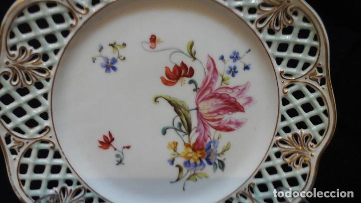 Antigüedades: Pareja de platos calados pintados a mano. Marca incisa.Postchappel M. Sirgfried 1889 - Foto 2 - 124158519