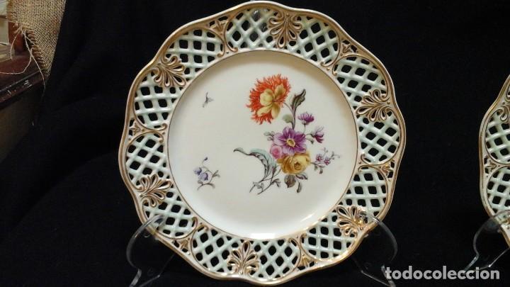 Antigüedades: Pareja de platos calados pintados a mano. Marca incisa.Postchappel M. Sirgfried 1889 - Foto 4 - 124158519