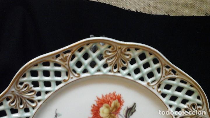 Antigüedades: Pareja de platos calados pintados a mano. Marca incisa.Postchappel M. Sirgfried 1889 - Foto 5 - 124158519