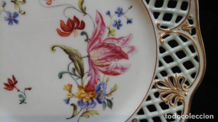 Antigüedades: Pareja de platos calados pintados a mano. Marca incisa.Postchappel M. Sirgfried 1889 - Foto 7 - 124158519