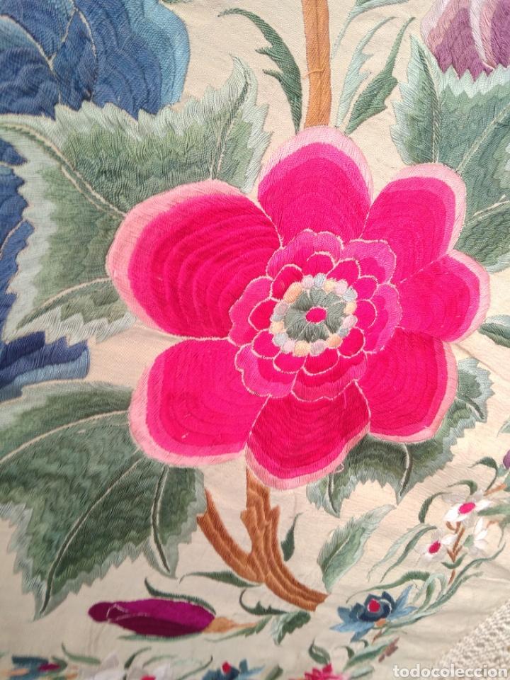 Antigüedades: Mantón de Manila siglo XIX bordado a mano - Foto 11 - 124190642