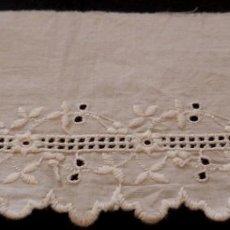 Antigüedades: ANTIGUO BAJO DE BATISTA BORDADA - PRINCIPIO S.XX. Lote 124190939