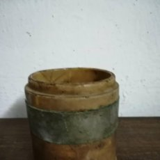 Antigüedades: ANTIGUO RARO VASO BARRO VIDRIADO CON ARO METALICO. Lote 124236523