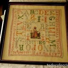 Antigüedades: ANTIGUO ABECEDARIO, BORDADO A PUNTO DE CRUZ, ESCOLAR CON INICIALES Y FECHA E.R. 1900. ENCUADRADO. Lote 124238287