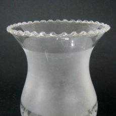 Antigüedades: BELLA TULIPA DE CRISTAL GRABADO AL ACIDO PARA LAMPARA O QUINQUE. Lote 124302311