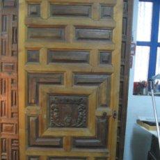 Antigüedades: PUERTA DE CUARTERONES DE NOGAL SIGLO XVIII. Lote 124382263