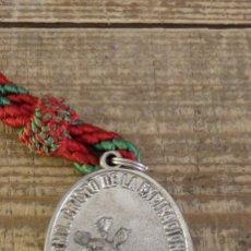 Antigüedades: SEMANA SANTA MORON DE LA FRONTERA, MEDALLA CON CORDON HERMANDAD DE LA SANTA CRUZ. Lote 124383267