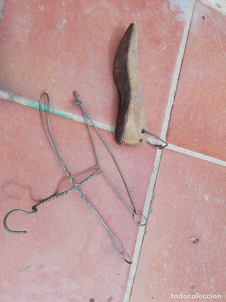 Antigüedades: ORMA PARA ZAPATOS Y PERCHA METÁLICA ANTIGUA - Foto 3 - 124429295