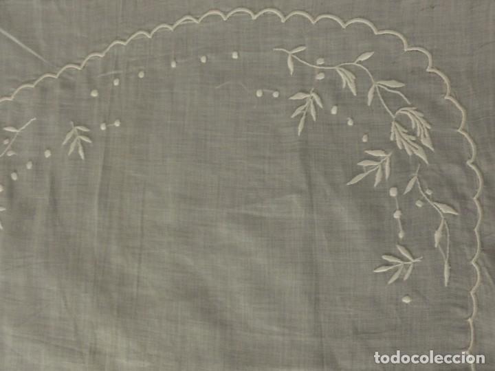 Antigüedades: ANTIGUA PIEZA DE MUSELINA DE SEDA BORDADA - IMAGEN - NOVIA - S.XIX - Foto 4 - 124443167