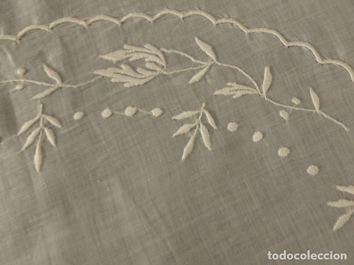 Antigüedades: ANTIGUA PIEZA DE MUSELINA DE SEDA BORDADA - IMAGEN - NOVIA - S.XIX - Foto 6 - 124443167