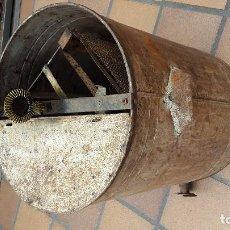 Antigüedades: EXTRACTOR DE MIEL ANTIGUO , FUNCIONANDO , PERO PRINCIPALMENTE DECORATIVO .. Lote 124465755