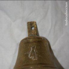 Antigüedades: ANTIGUA CAMPANA DE BRONCE MARCADA CON EL NUMERO 4 . MIDE 5,5 X 7 CMS,SIN EL SALIENTE SUPERIOR. Lote 124470107