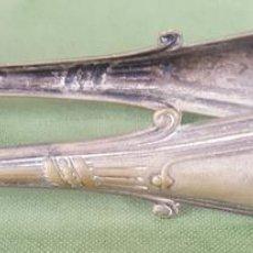 Antigüedades: PINZAS PARA AZUCAR. METAL PLATEADO. RUOLTZ. CIRCA 1950. . Lote 124496283