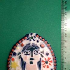 Antigüedades: PLACA MEDALLA SARGADELOS NENA CON FLOR. Lote 124500723