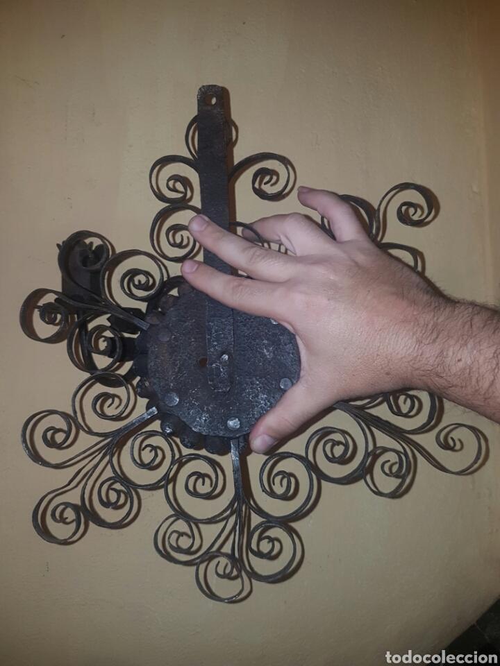 Antigüedades: MUY BONITO APLIQUE DE PARED PARA VELAS REALIZADO A FORJA S.XVIII - S.XIX - Foto 11 - 124508154