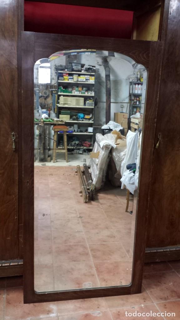 Antigüedades: Espejo biselado. Puerta de armario con espejo biselado haciendo ondas. - Foto 3 - 124514923