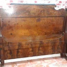 Antigüedades: CAMA DE CAOBA MACIZA Y PALMA DE CAOBA - ISABELINA 1850. Lote 124523763