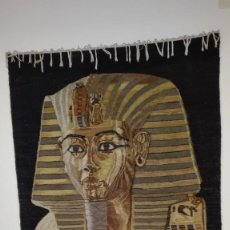 Antigüedades: TAPIZ EGYPCIO TEJIDO A MANO, TUTANKAMON. PRECIOSO. Lote 124533535
