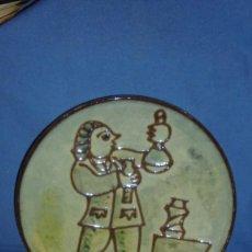 Antigüedades: (M) PLATO DE LA BISBAL - AUTOR VILÀ CLARA - 24 CM. . Lote 124536319