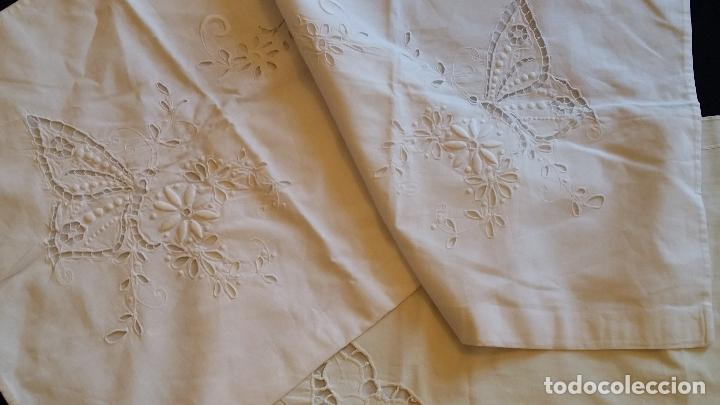 Antigüedades: Dos antiguas fundas – bordados modernistas. - Foto 2 - 124566003