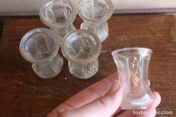 Antigüedades: VASOS vasitos antiguos de cristal de Santa Lucia con decoracion de vid en oro - Foto 3 - 124629103