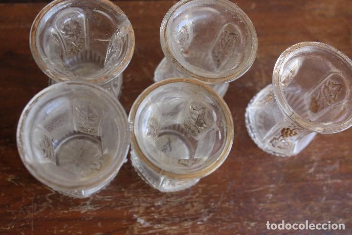 Antigüedades: VASOS vasitos antiguos de cristal de Santa Lucia con decoracion de vid en oro - Foto 4 - 124629103