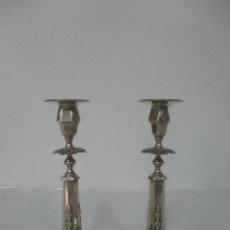 Antigüedades: PAREJA DE CANDELABROS - PLATA DE LEY, CON CONTRASTES - CINCELADA - PRINCIPIOS S. XX. Lote 124643735