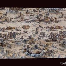 Antigüedades: ANTIGUA MALETA DE MADERA DECORADA CON TOILE DE JOUY EN AZULES , AL ESTILO ANTIGUO. Lote 124686975