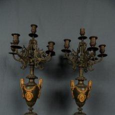 Antigüedades: PAREJA CANDELABROS MÁRMOL ONIX BRONCE DORADO S.XIX.. Lote 124962803