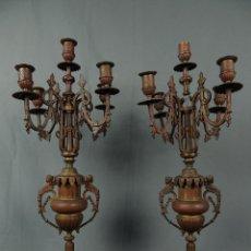 Antigüedades: PAREJA CANDELABROS BRONCE MÁRMOL ROJO S.XIX.. Lote 124964063