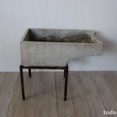 Antigüedades: LAVADERO DE PIEDRA ARTIFICIAL. Lote 125037647
