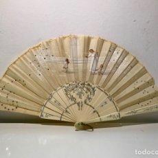 Antigüedades: ABANICO DE COMUNIÓN. VARILLAJE CON DECORACIONES PLATEADAS. PAÍS PINTADO Y DECORADO CON LENTEJUELAS.. Lote 125045896