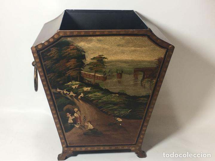 Antigüedades: Jardinera hoja de lata pintada a mano escenas campestres 16,5x20x23 - Foto 9 - 125059707