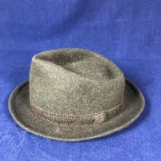Antigüedades: SOMBRERO TALLA 56 YOU SEE THEM ONLY HERE MANUFACTURA F. ZAPATER MADRID NEW YORK. Lote 125062083